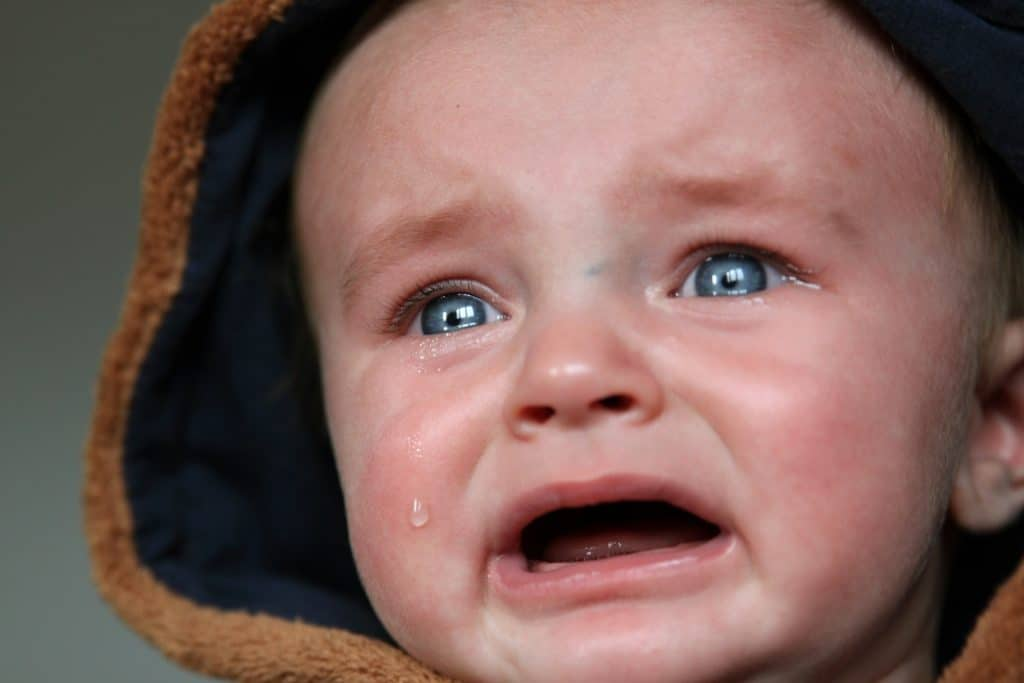 besoin de réconfort, enfant qui pleure